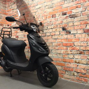 z Piaggio ZiP 25 km/u All black VERKOCHT